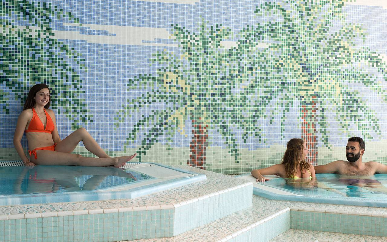 people bathing spa hotel languedoc roussillon