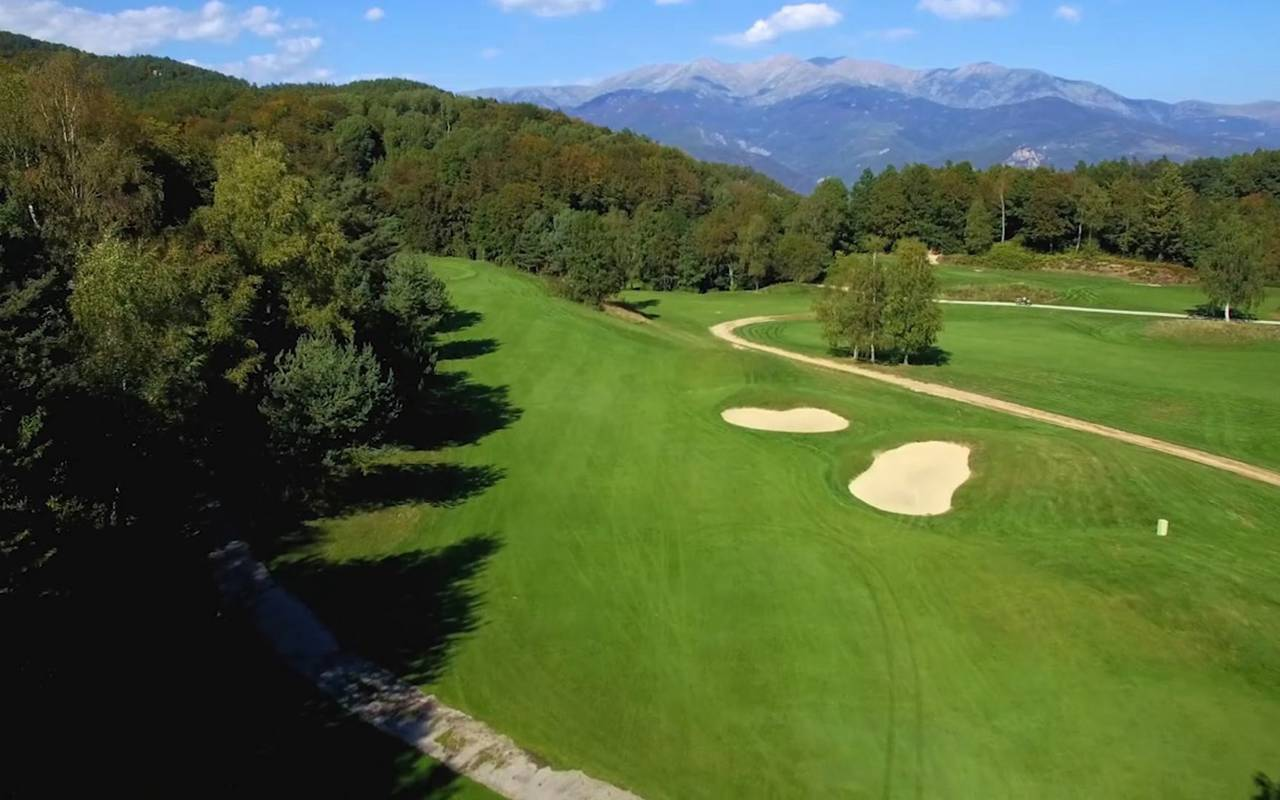 Hole 2 golf pyrenees