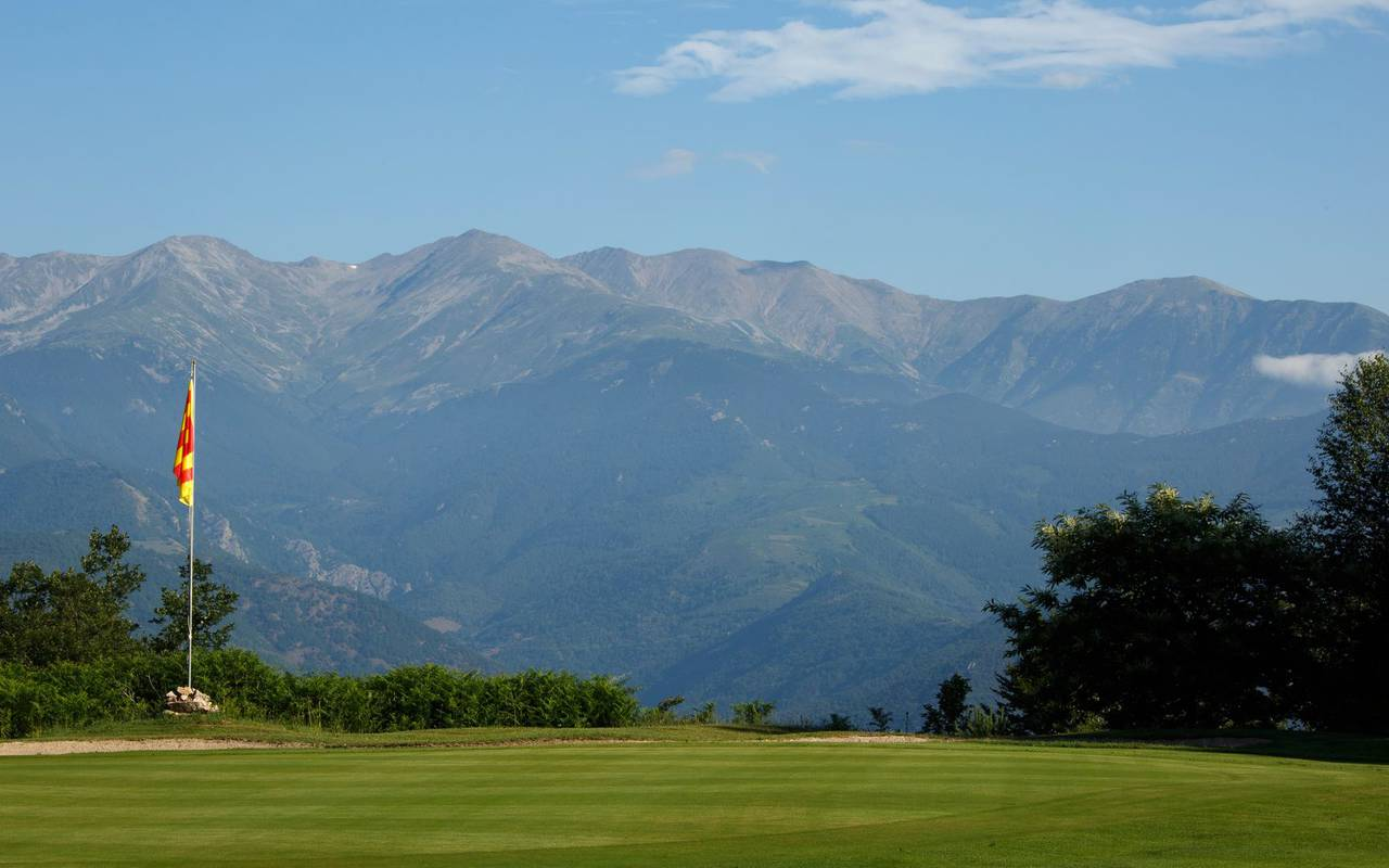 Golf course with view over the mountains, golf in the south of France, Domaine de Falgos.