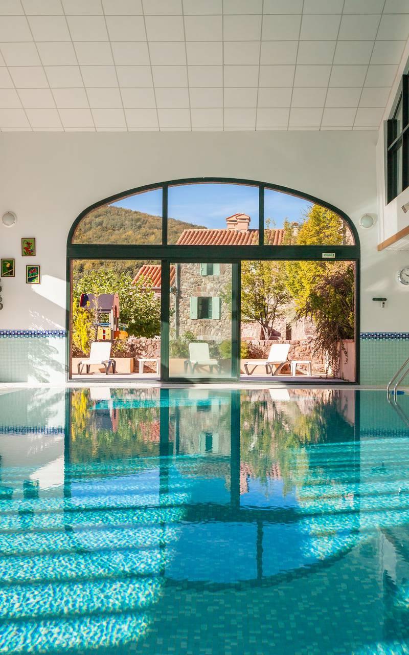 Swimming pool hotel saint Laurent de cerdans