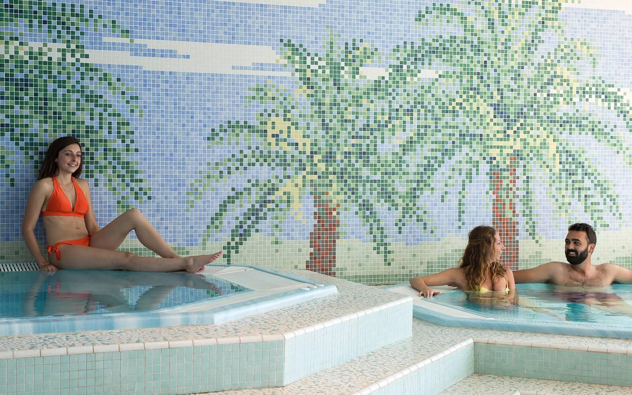 gente bañándose spa hotel languedoc rosellon