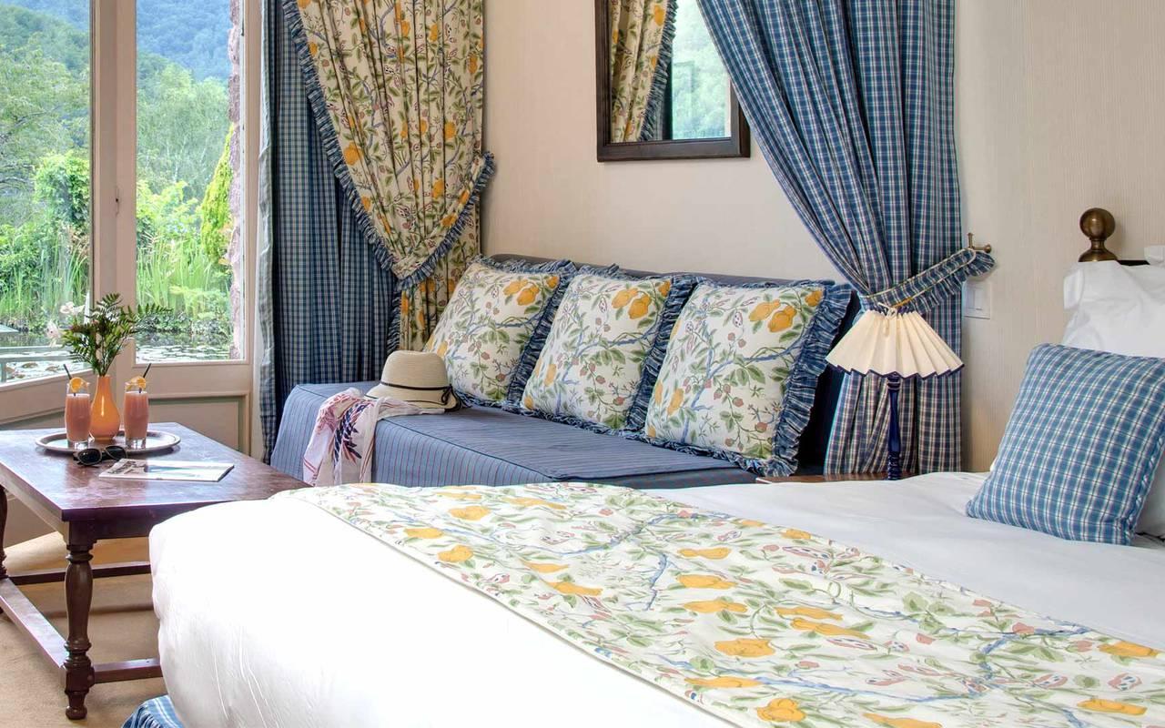 Habitación azul hotel ceret 66