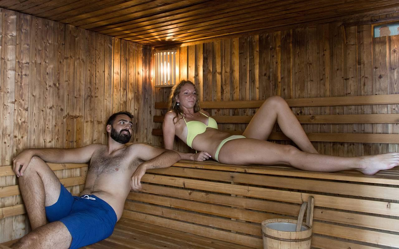 Moment de détente en couple hôtel spa occitanie