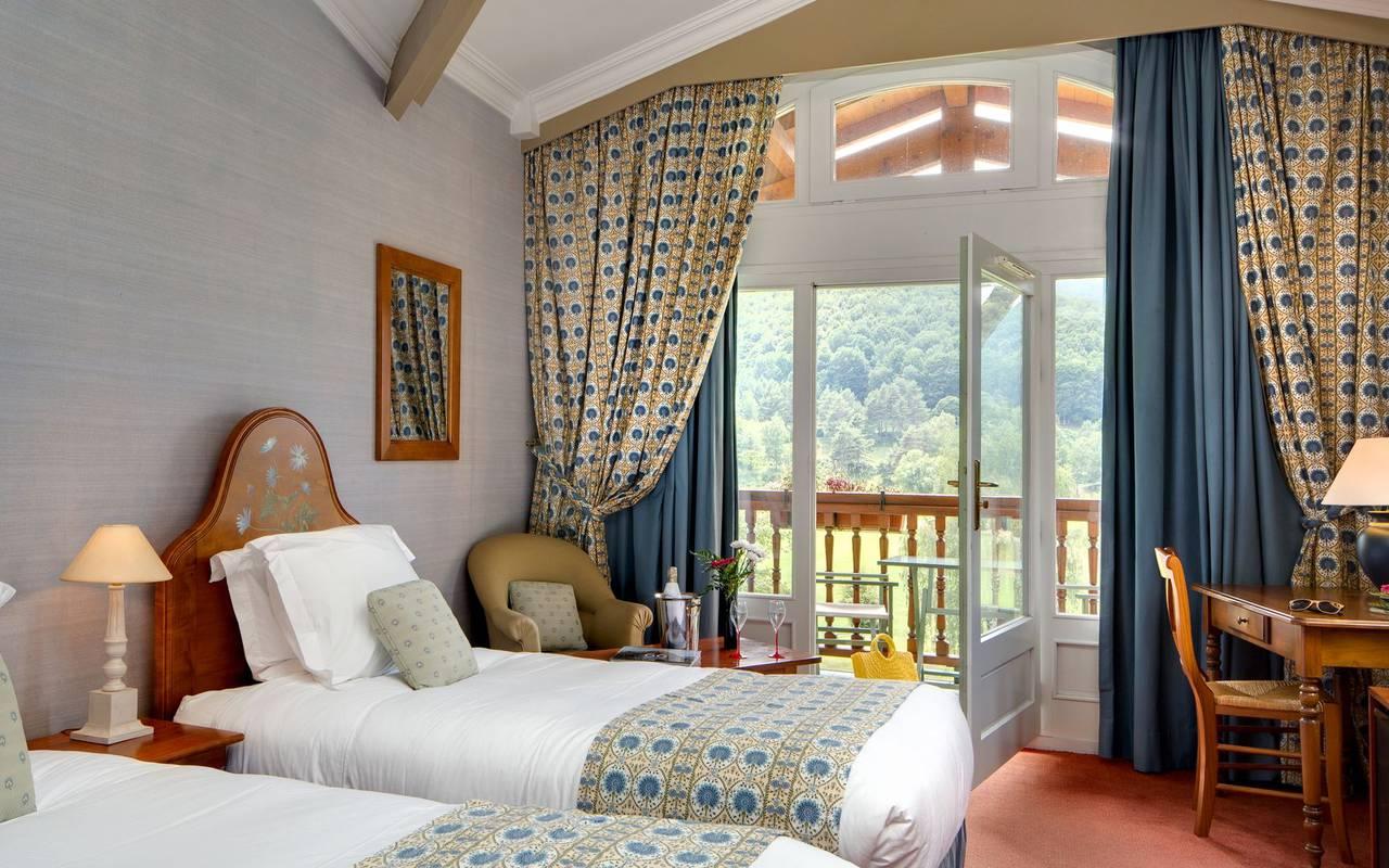 Grande chambre pour deux hôtel de charme occitanie