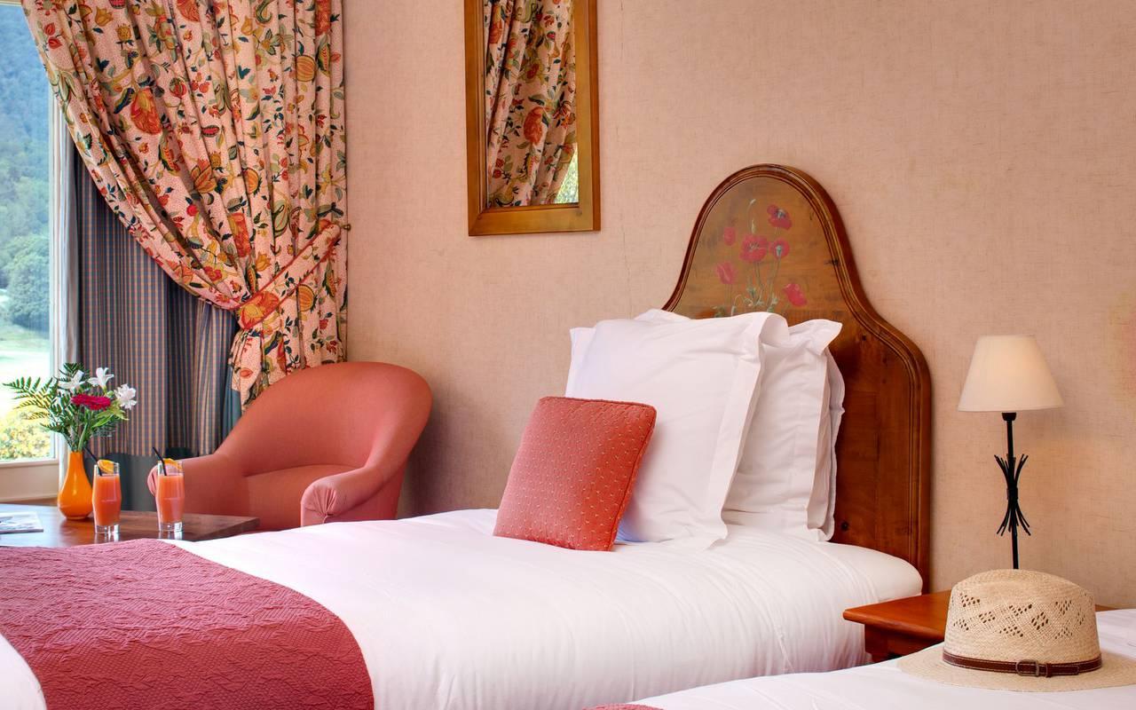 Lit confortable hôtel occitanie