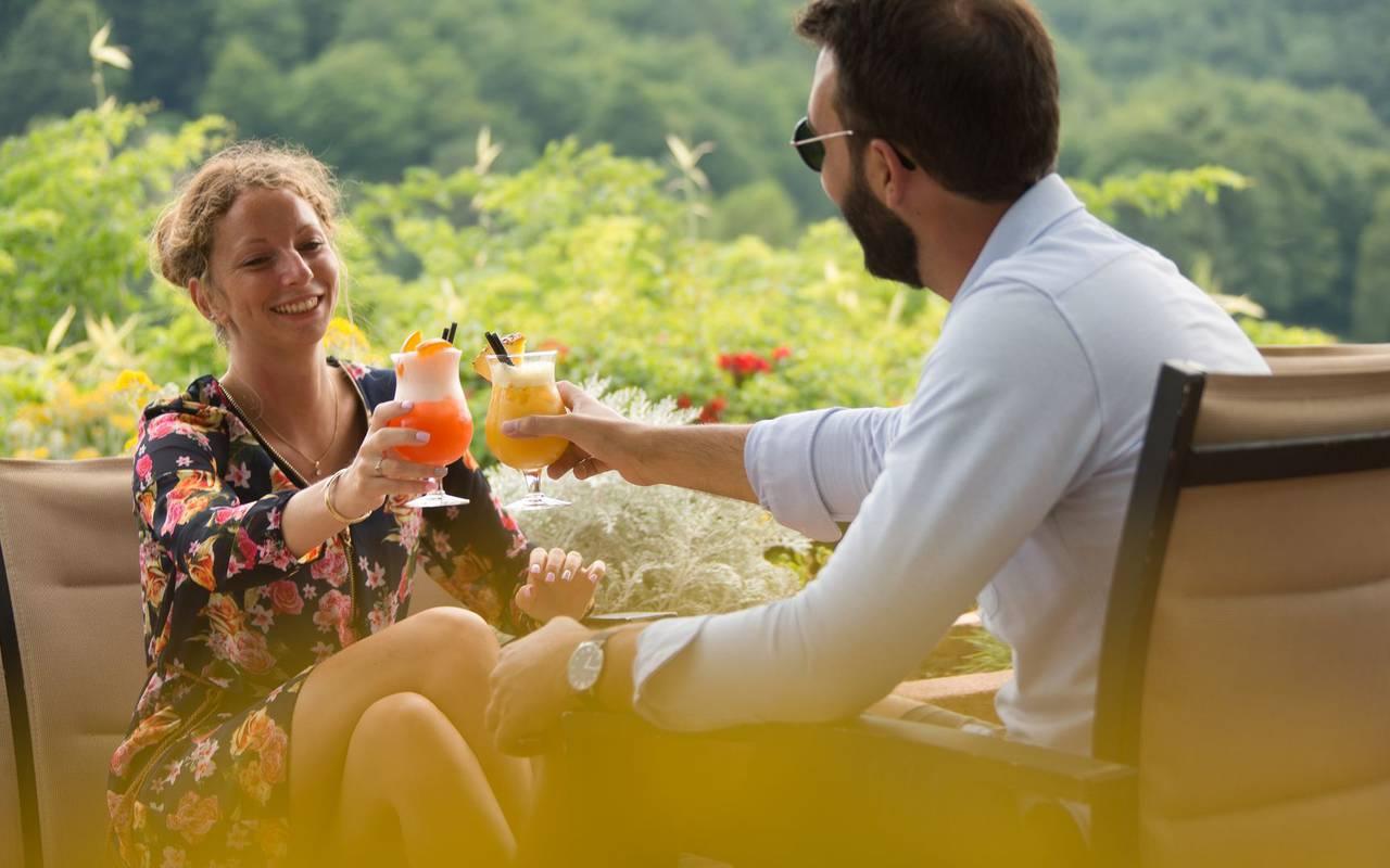 Cocktails en terrasse hotel ceret