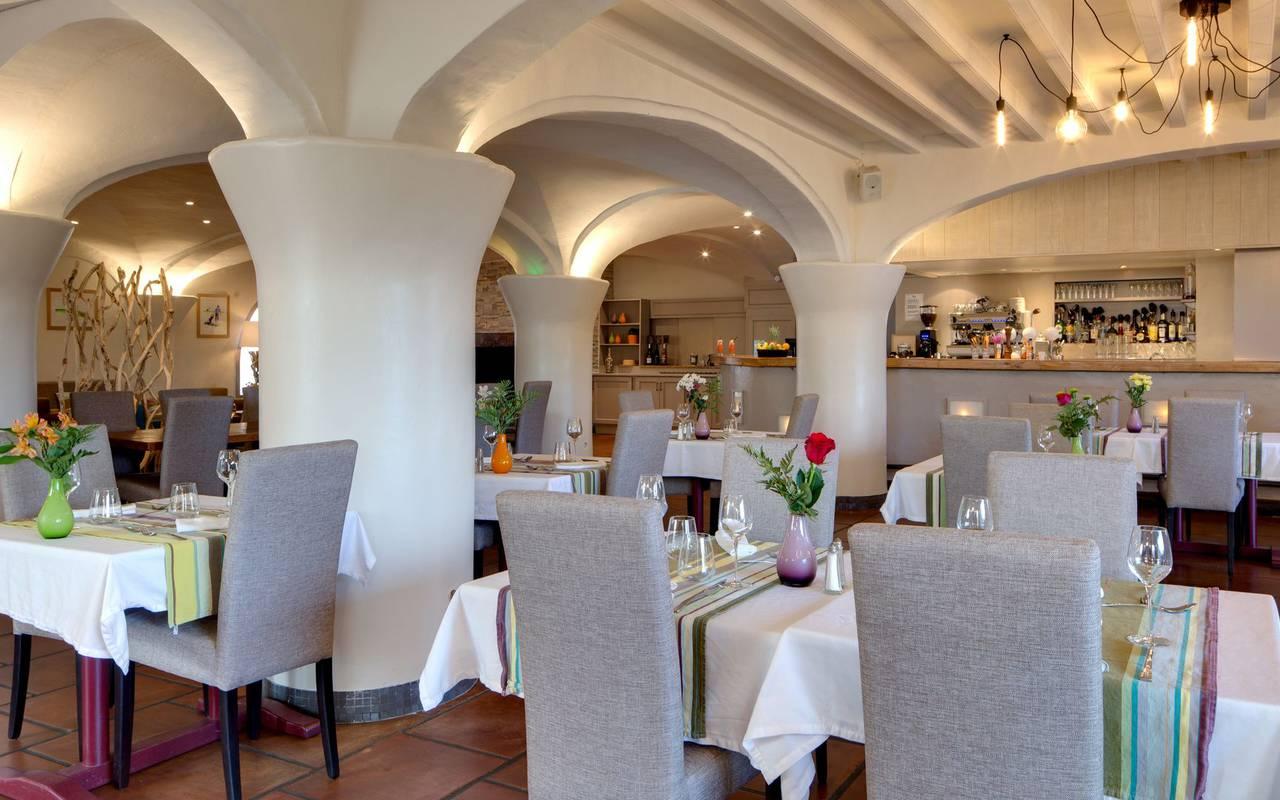 Salle de restaurant hotel de charme languedoc roussillon